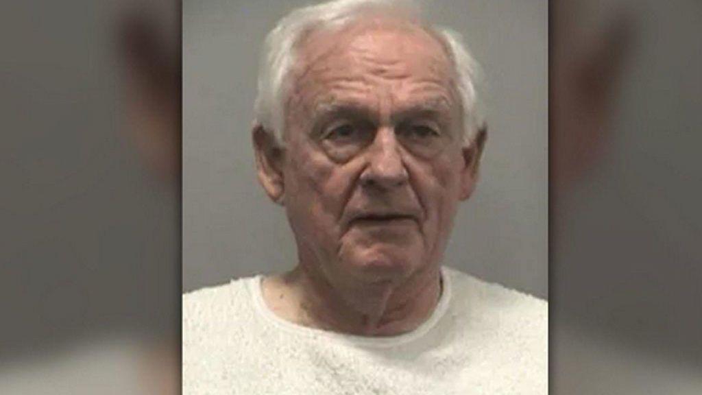 Un hombre de 80 años confiesa accidentalmente el asesinato de un abogado que le había demandado
