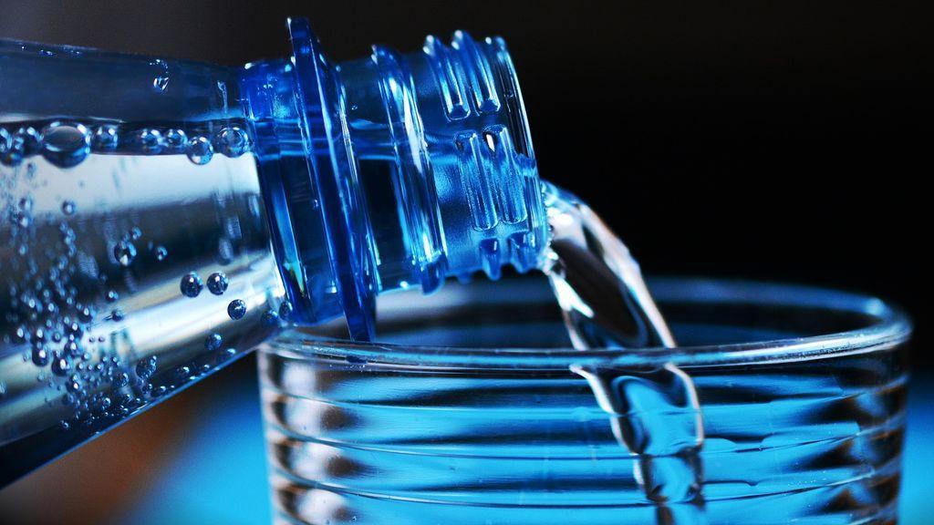 Científicos alertan de los peligros de beber ocho vasos de agua al día