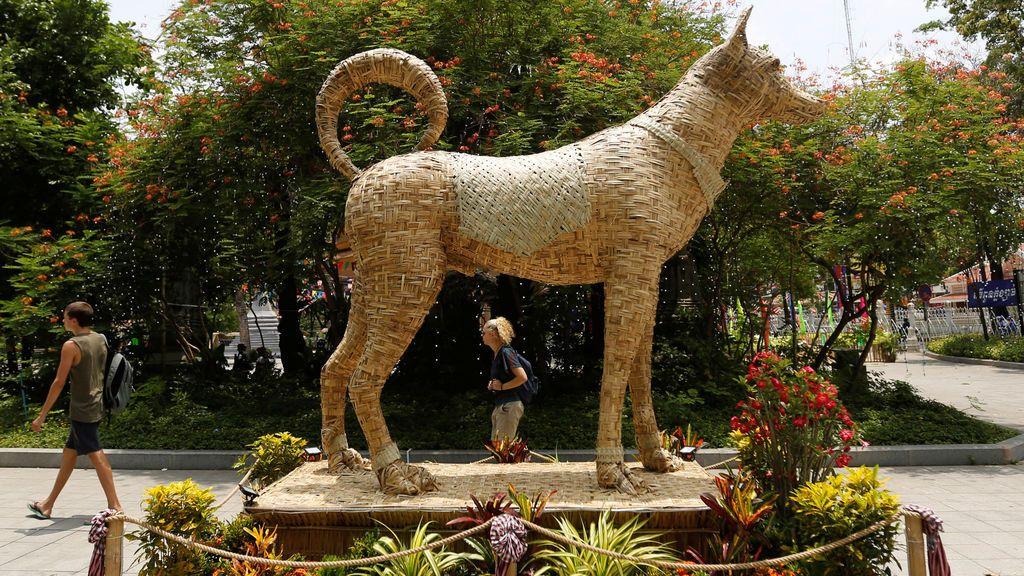 Perro hecho de bambú en Camboya