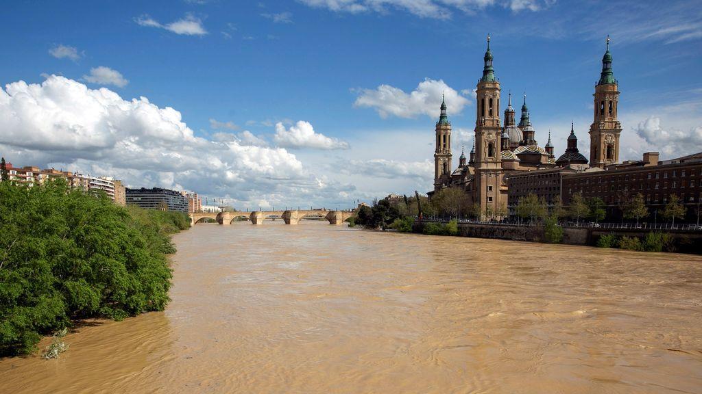 Incrementa el caudal del río Ebro por las maniobras de desembalse