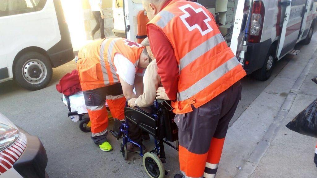 Cruz Roja traslada a casi 40 personas dependientes por la crecida del Ebro