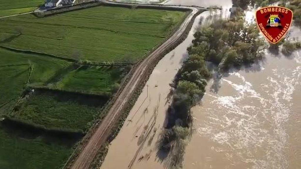 La punta de la crecida del Ebro pasa por Alagón y anega 500 hectáreas