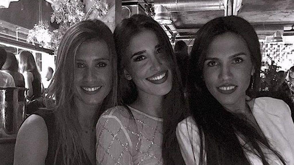 Vestida de flamenca y sin Matías: Lidia Torrent disfruta con sus amigas de la feria de Sevilla