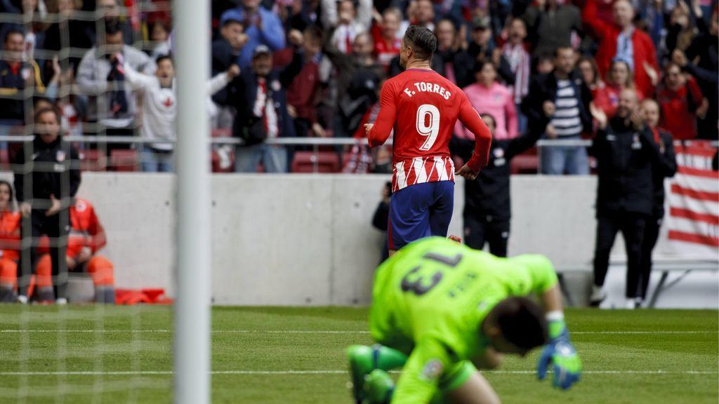 El Atlético de Madrid disfruta con Fernando Torres en la victoria ante el Levante (3-0)