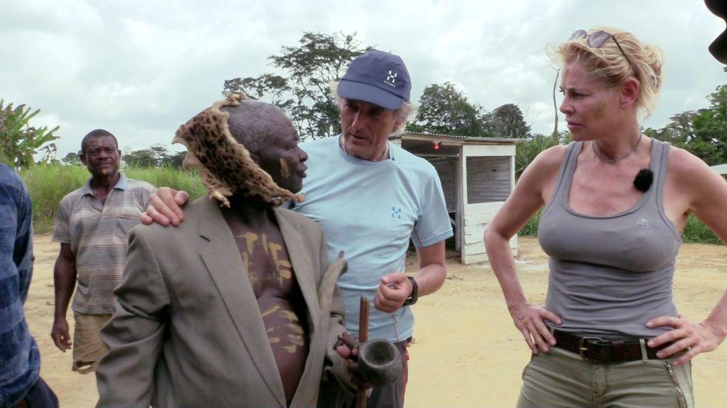 Calleja y Belén Rueda conocen a Donebé, un jefe de poblado de 92 años, con 4 mujeres y 40 hijos