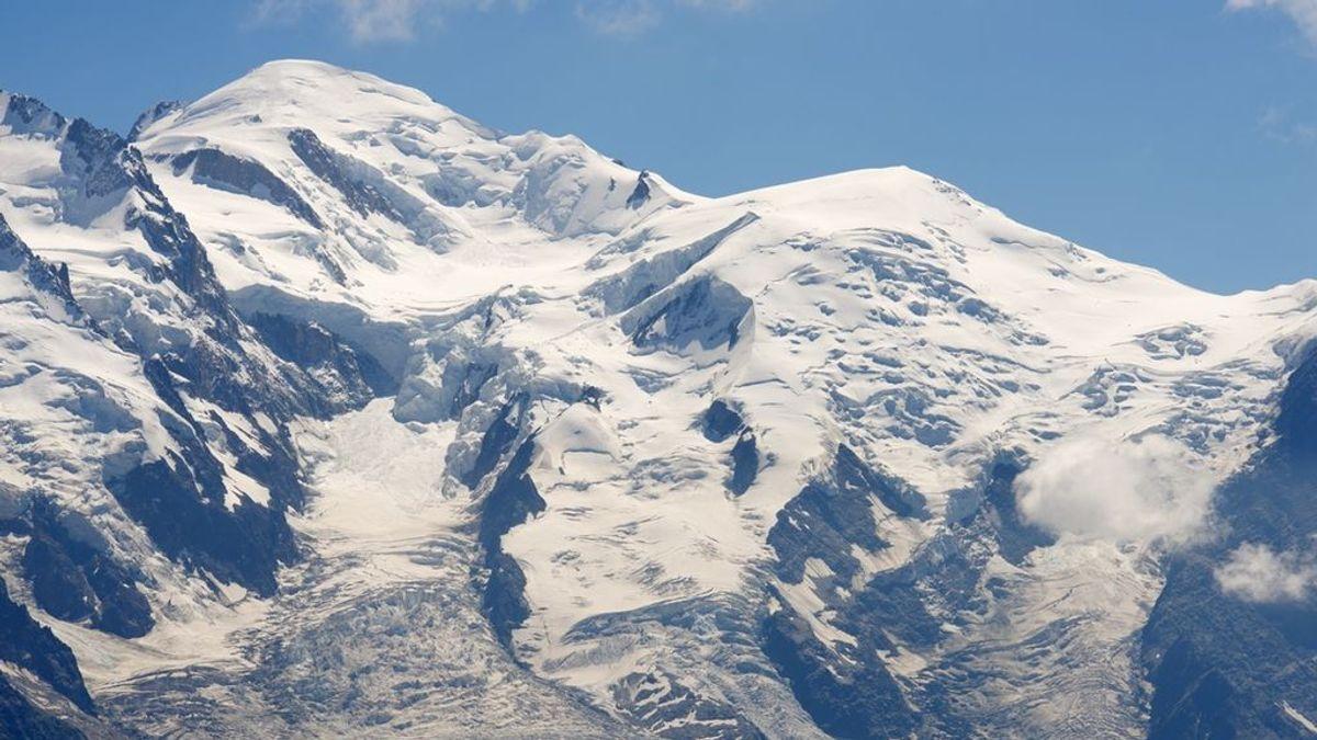 Un hombre borracho escala una montaña de los Alpes al confundirse de regreso al hotel