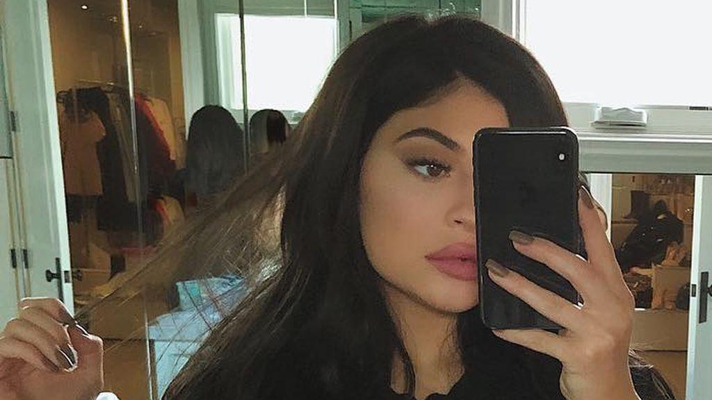 """Kylie Jenner vuelve a sorprender a sus seguidores con su último cambio de look """"Denim Blue"""""""