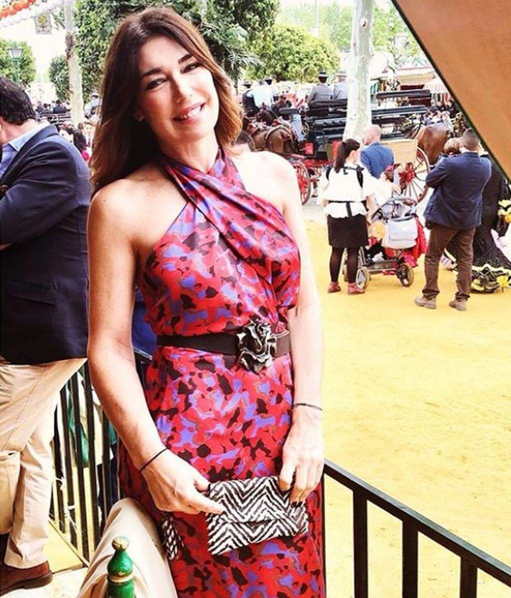 Raquel Revuelta, con vestido Ludmila, en una de las casetas de la Feria