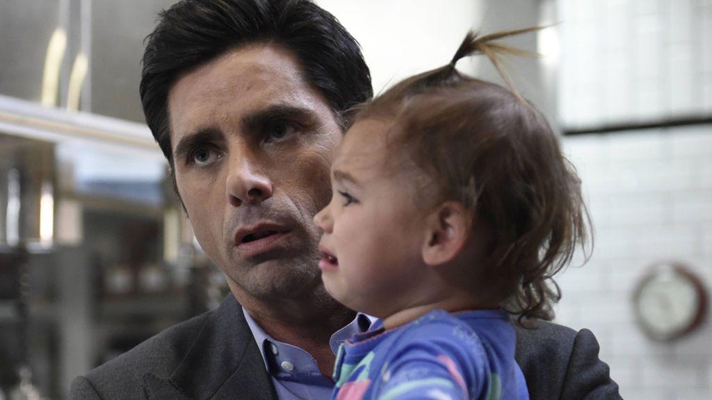 """John Stamos presenta a su hijo Billy tras convertirse en 'padre no forzoso': """"Se acabó eso de ser 'el tío"""""""