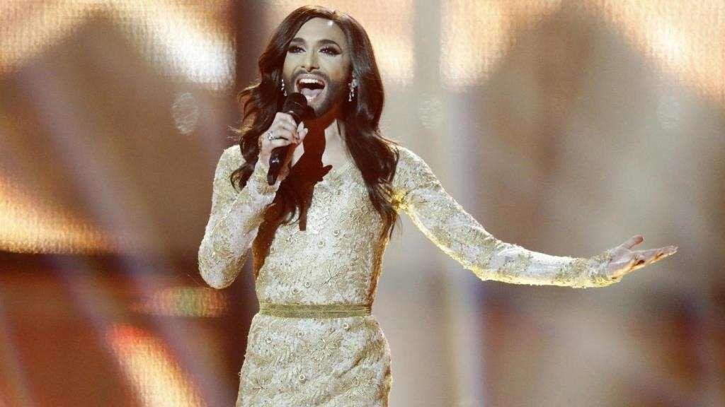 Conchita Wurst, durante la actuación que le dio la victoria en el festival de Eurovisión 2014.