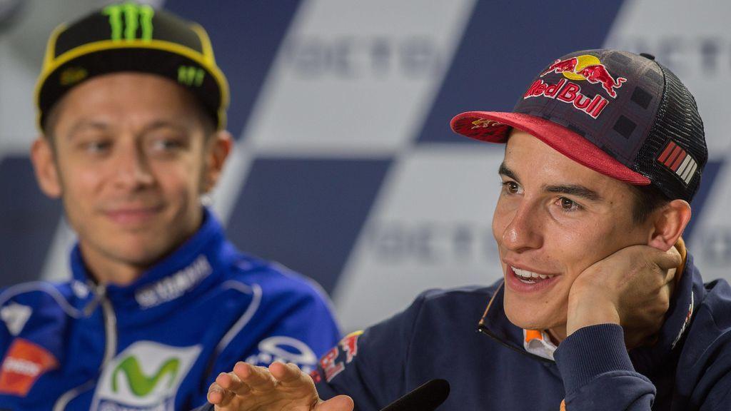 La obsesión de Valentino Rossi con Márquez no tiene límites: ¡Tiene enmarcada en su casa una foto del español y su caída en Argentina!