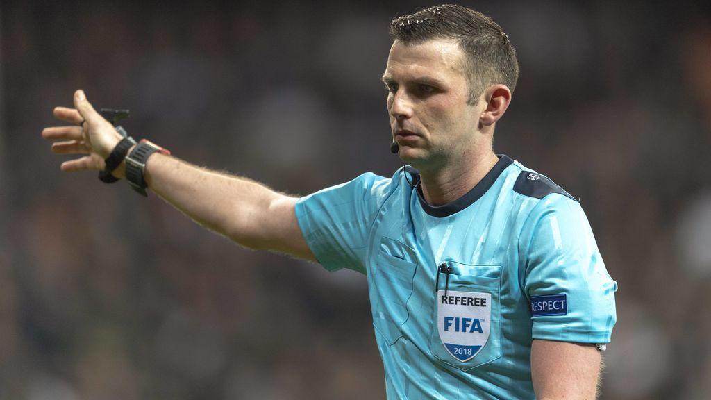 La UEFA condena los ataques a Michael Oliver, árbitro del Madrid-Juventus, y a su esposa
