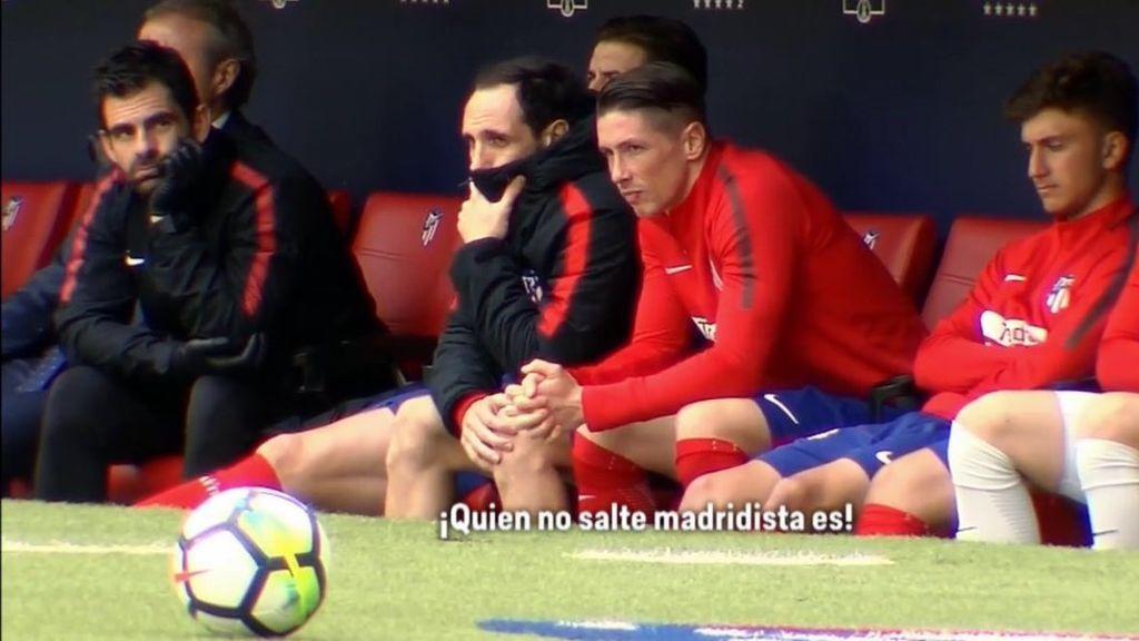 """Torres y Juanfran botan en el banquillo ante el cántico de la grada del Metropolitano de """"Quién no salte madridista es"""""""