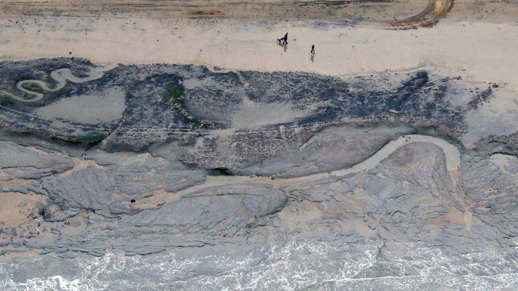 Marcas de erosión en una playa de Francia
