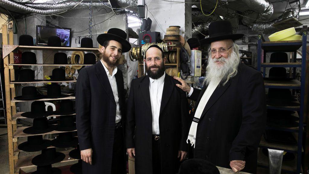 Tienda de sombreros gestionada por una familia judía