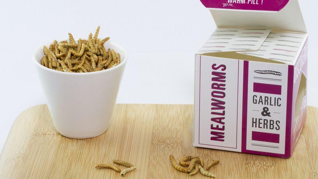 Barritas con grillos o gusanos a las finas hierbas: los nuevos snacks de Carrefour