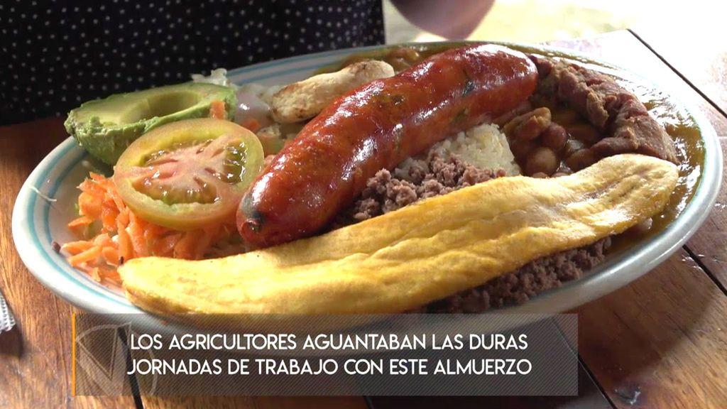 La 'bandeja paisa', el típico plato de los habitantes de Medellín