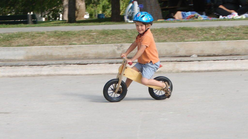 Cinco ventajas de las bicicletas sin pedales frente a las que tienen ruedines