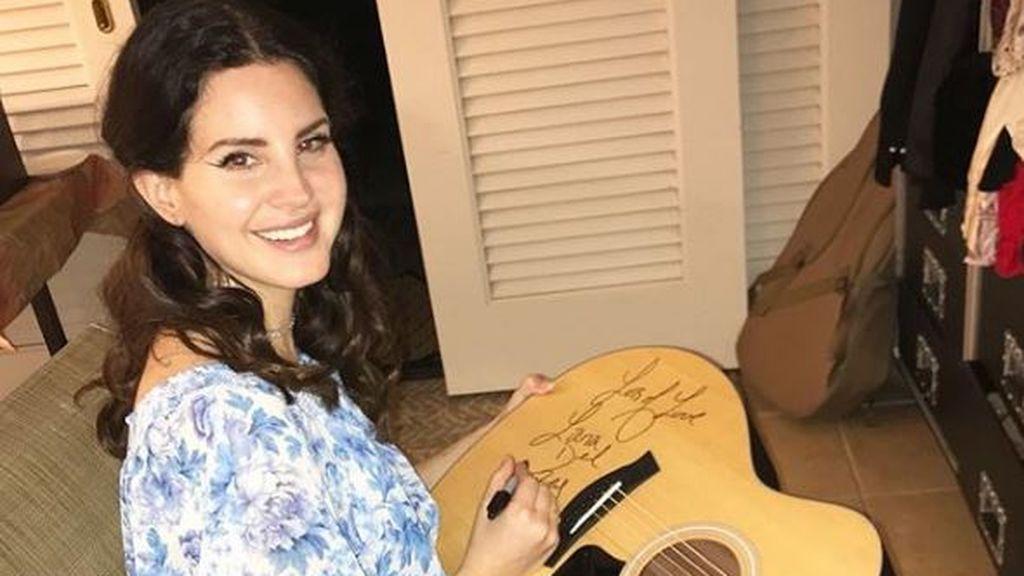 """Un fan """"enloquecido"""" agrede a Lana del Rey después de un concierto en Bélgica"""