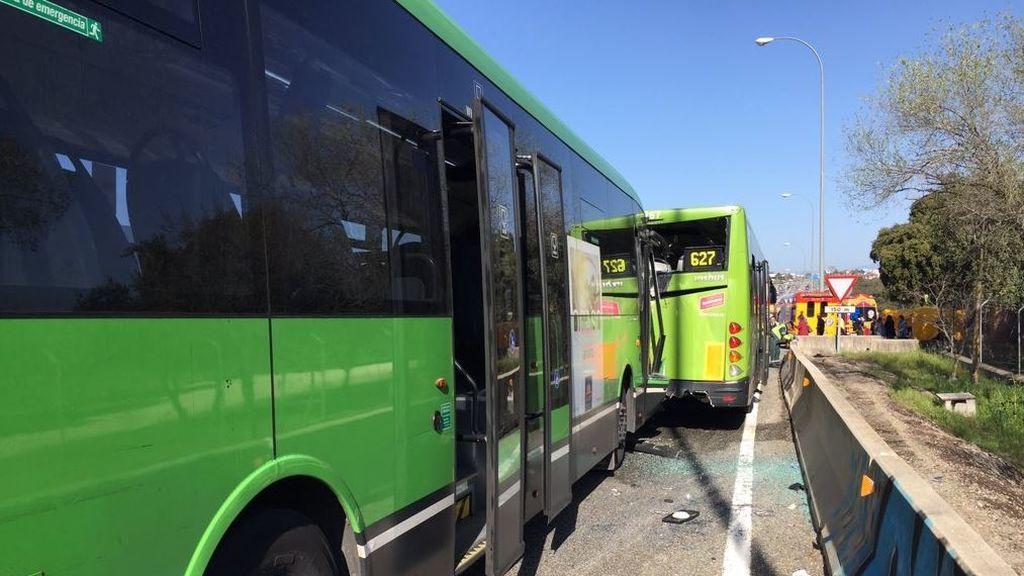 Un choque entre dos autobuses en la A-6 deja 19 heridos, 4 de ellos con ingreso hospitalario