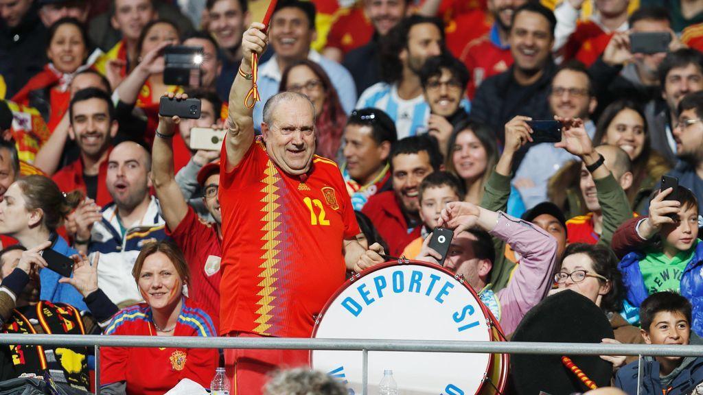 ¿Peligra en bombo de Manolo en el Mundial? Rusia prohíbe tambores, vuvuzelas y los 'palos selfie'