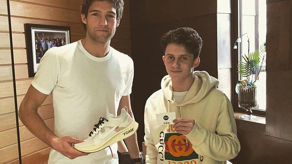 Tiene solo 17 años pero las estrellas de la Premier confían en él como 'personal shopper'