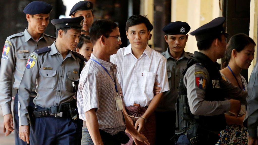 El periodista Kyaw Soe Oo llega a los juzgados