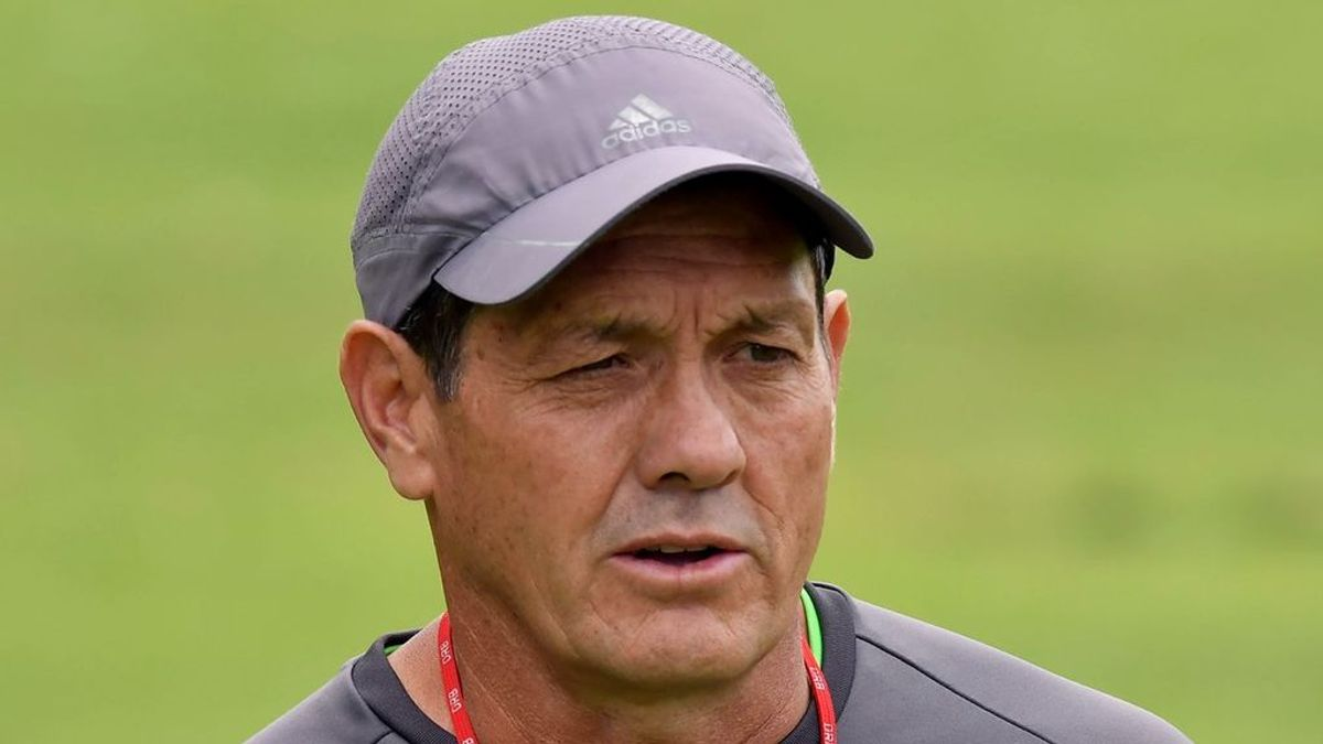 """¡Escándalo en Bolivia! El entrenador de la selección agrede y amenaza a un joven por lavarle mal el coche: """"Tráeme una pistola, lo voy a matar"""""""