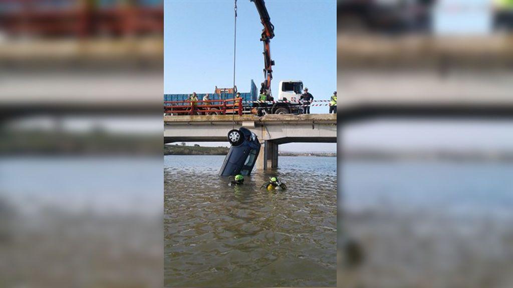 Rescatan el cuerpo sin vida de una mujer tras caer su coche al río Ebro en Zaragoza