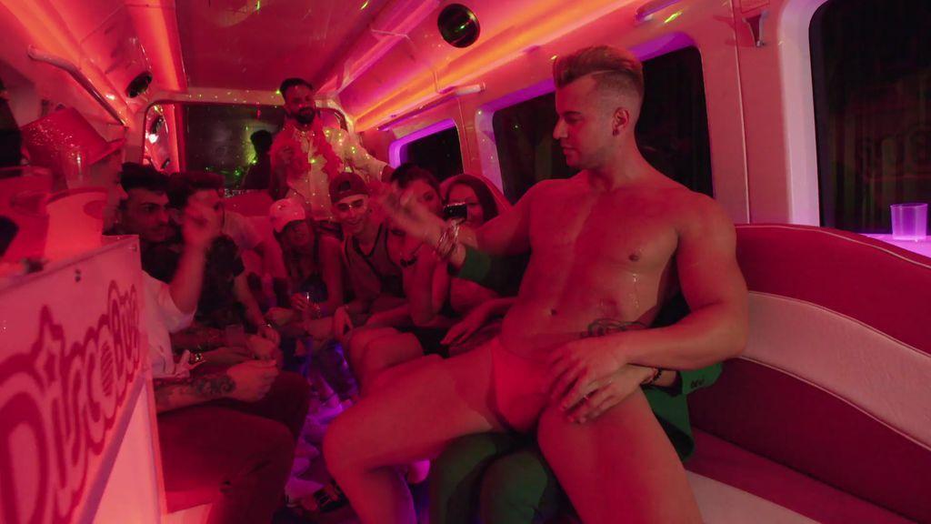 Cristo Contreras y su alocada fiesta de cumpleaños ¡con striptease incluido!