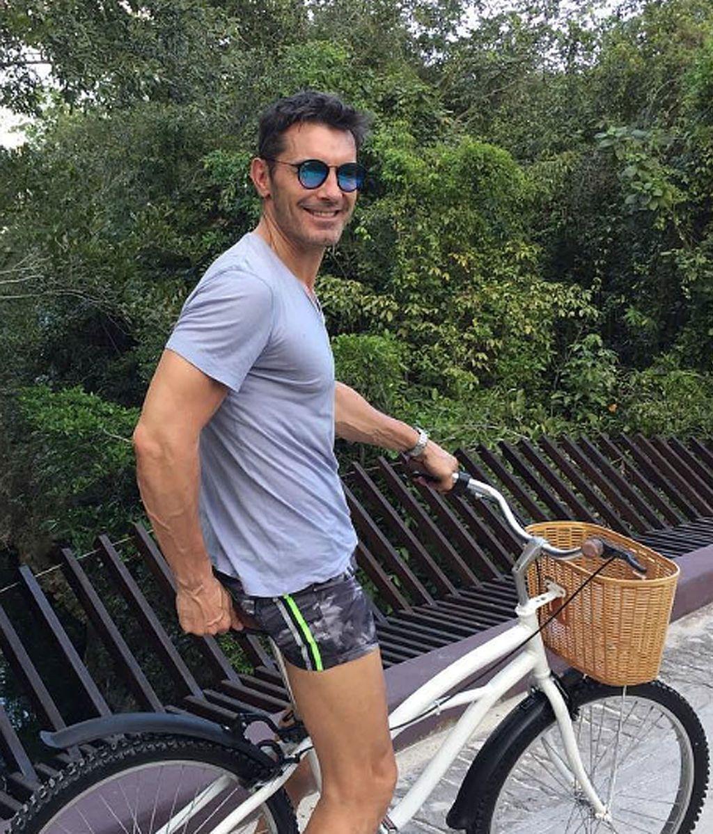 Jesús Vázquez comienza con la operación verano y le da la bienvenida al buen tiempo quitándose la camiseta