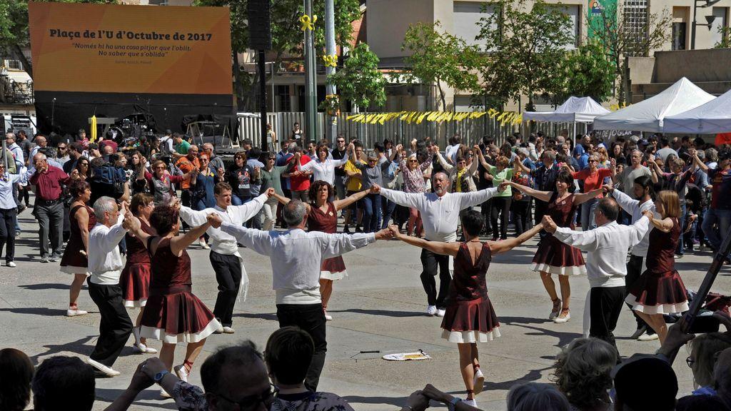 Celebración en Gerona por el cambio de nombre de la plaza U d'Octubre de 2017