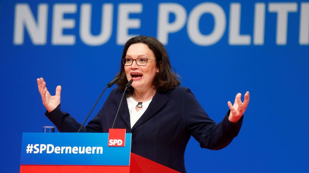 Nahles rompe el techo de cristal como primera presidenta de la historia del SPD