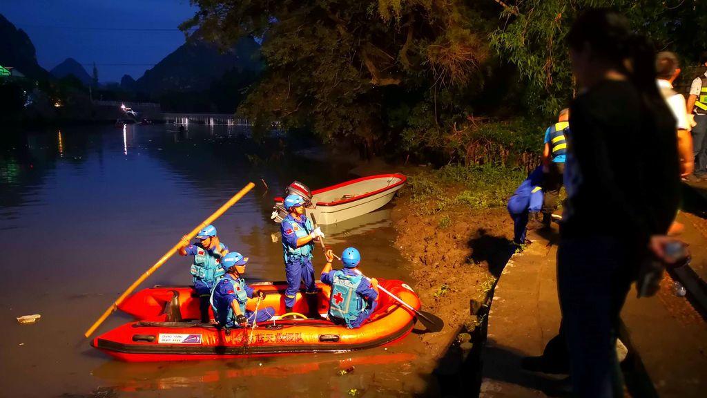 17 muertos al volcar dos barcos 'dragón' en un río en China