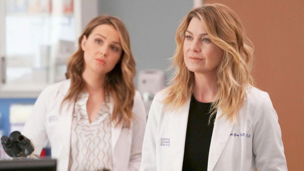 Camilla Luddington (Jo Wilson) y Ellen Pompeo (Meredith Grey), en la 14ª temporada de 'Anatomía de Grey'.