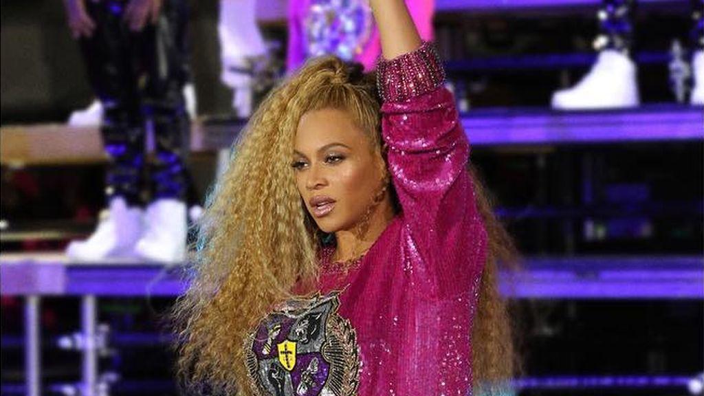 Beyoncé vuelve a petarlo en Coachella y protagoniza una caída, con dignidad, junto a su hermana en medio del escenario