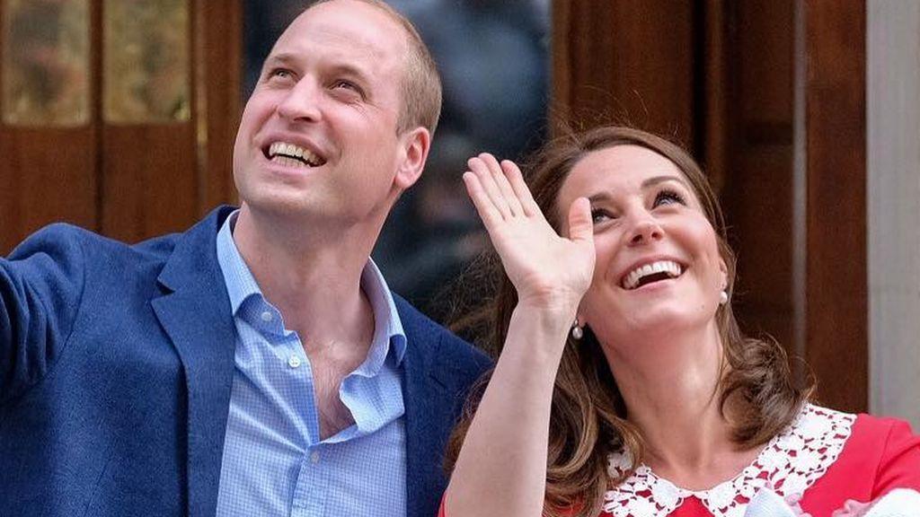Kate Middleton sale del hospital ocho horas después del parto y presenta a su tercer hijo