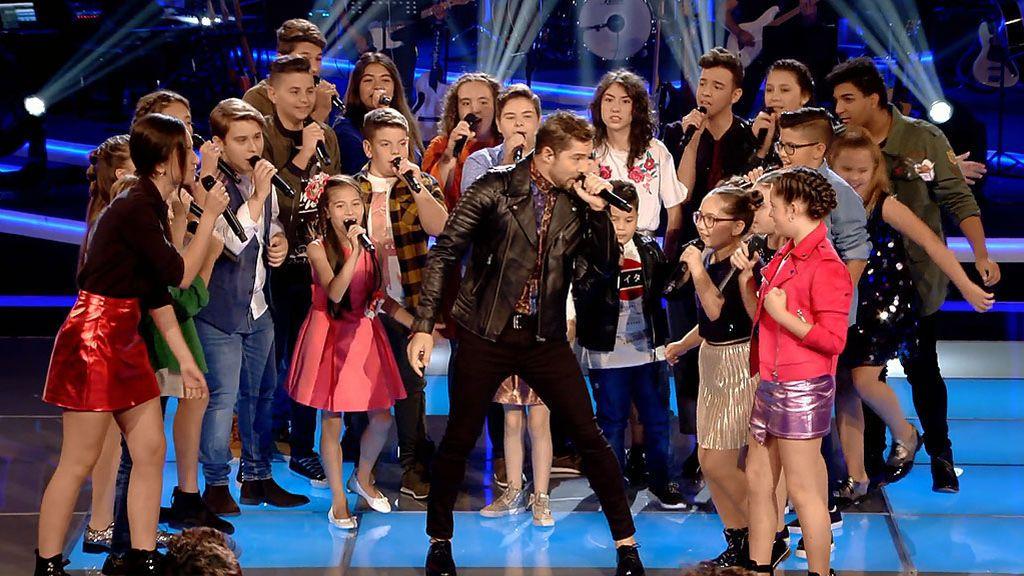 ¡David Bisbal llega a 'La Voz Kids' como 'supercoach' para sorpresa y alegría de sus compañeros!