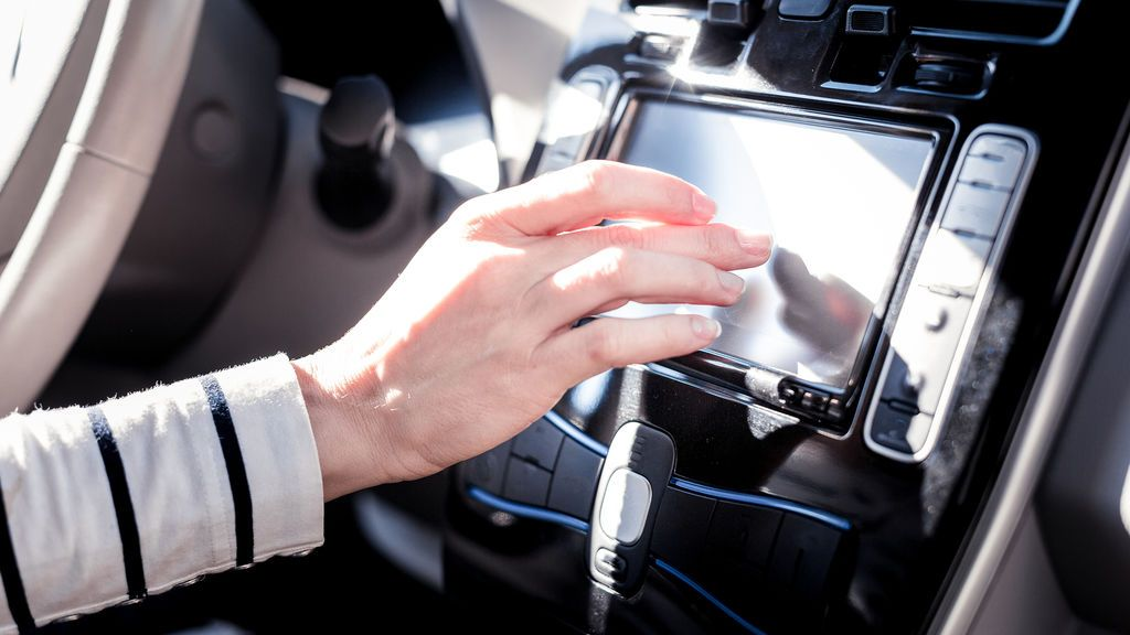 ¿Provocan distracciones los mandos de su coche?