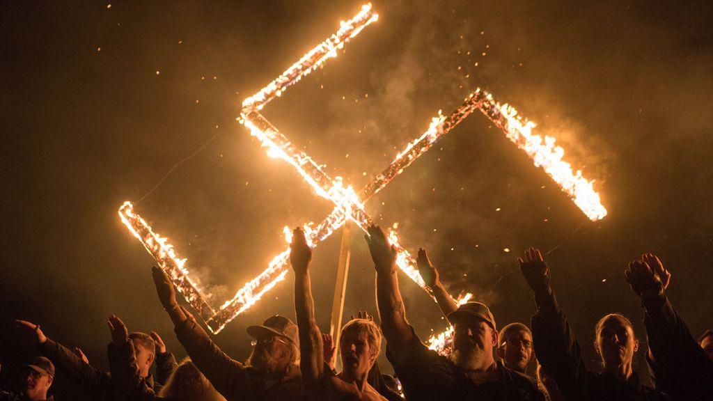 Saludo y esvástica nazi en Georgia