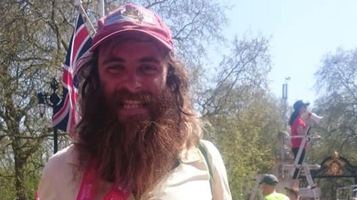 No es broma: 'Forrest Gump' existe y lo hemos localizado ¡Así corrió la maratón de Londres!