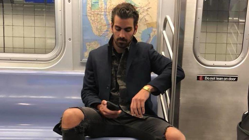 Pillada por hacer una foto a un modelo en el metro