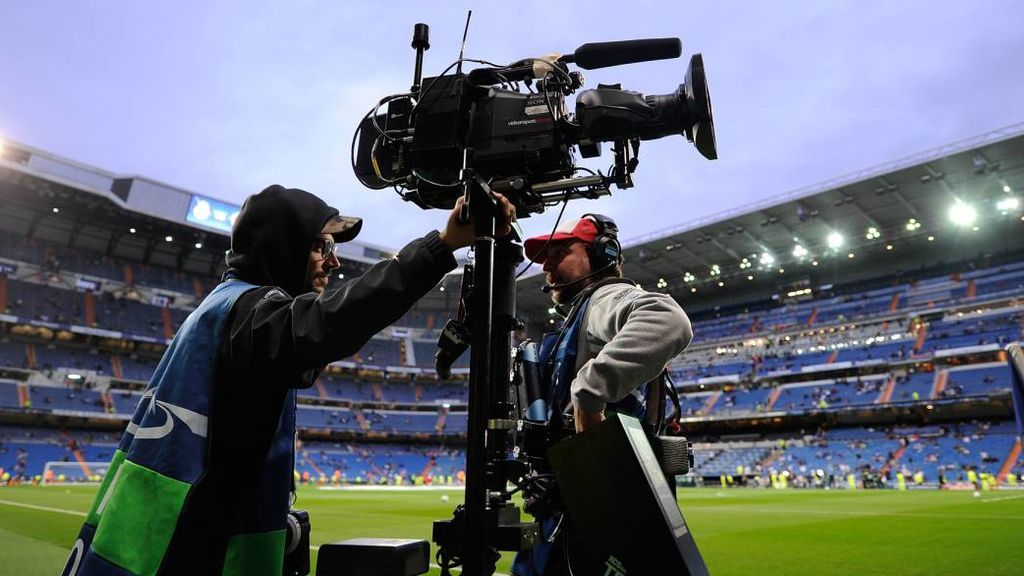 Una cámara, esta temporada en la retransmisión de un partido de fútbol en el estadio Santiago Bernabéu.