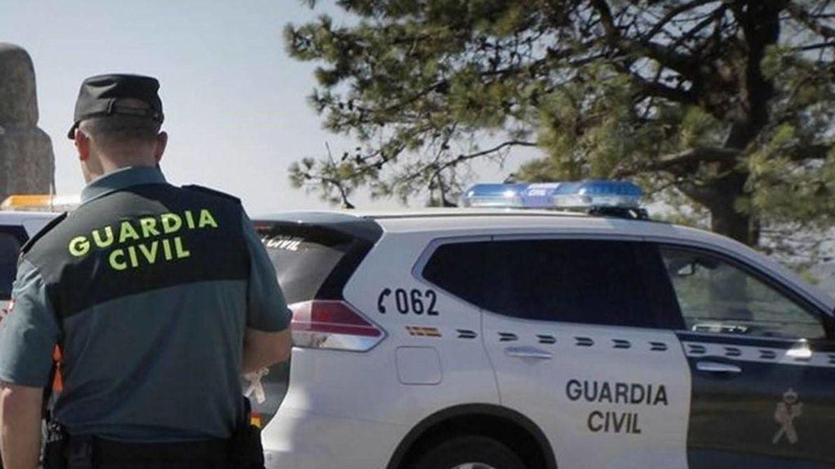Un árbitro, y además Guardia Civil, robaba a los jugadores en los vestuarios en Galicia