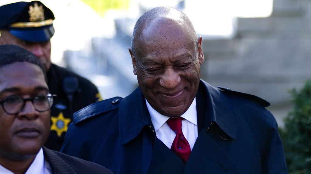 Bill Cosby llega al juicio, antes de conocer la condena.