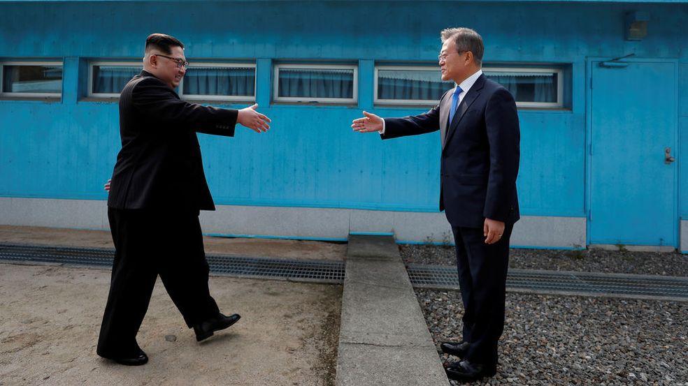 Resultado de imagen para las dos coreas se dan la mano