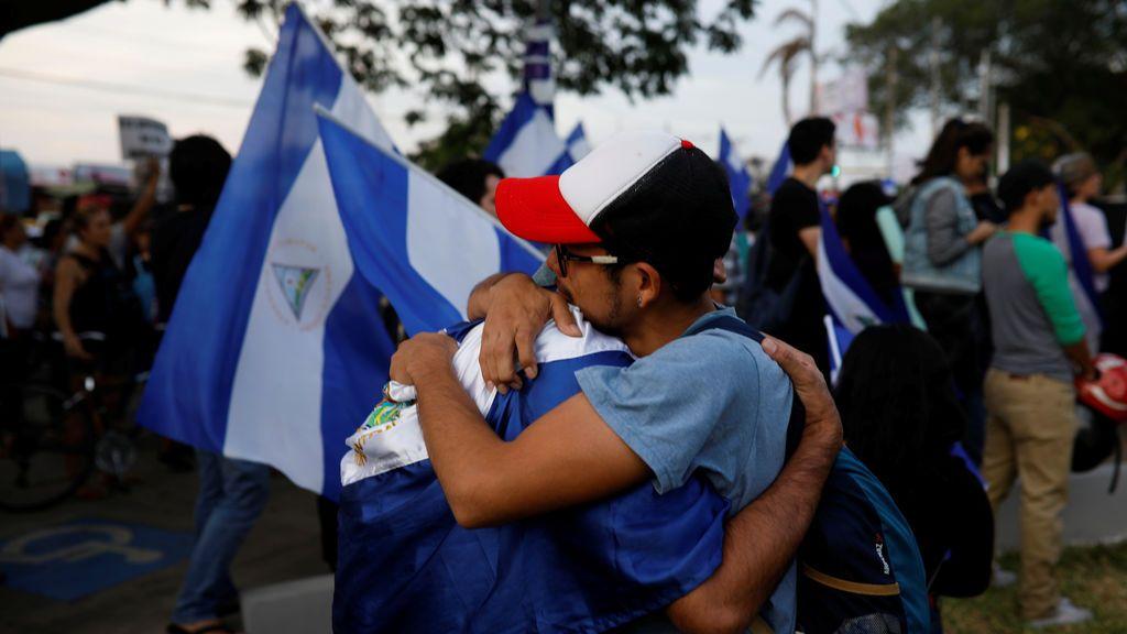 Los nicaraguenses recuerdan al periodista Ángel GAhona