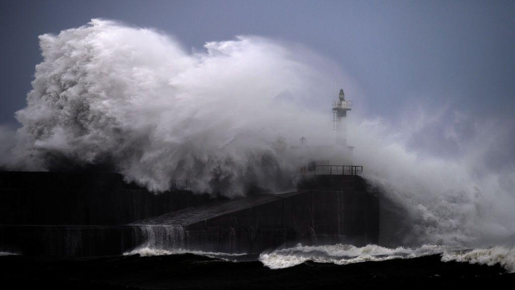 Seis provincias en riesgo por lluvias, tormentas, deshielo y fuerte oleaje