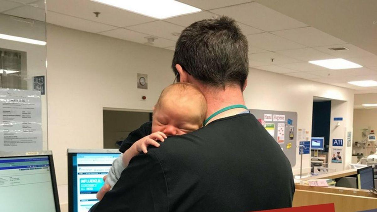 bebe recien nacido medico brazos