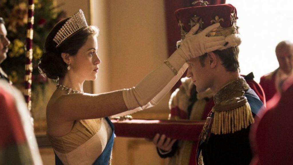 Netflix compensa con 225.000 euros a Claire Foy, protagonista de 'Crown' por pagarle menos que a Matt Smith